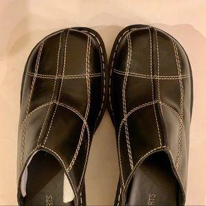 NWT/ NIB: CLOGS, BLACK, Size 8.5